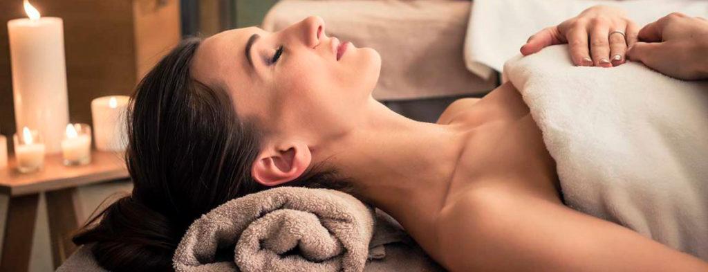 jeune-et-rand-ocean-pour-renforcer-les-bienfaits-du-jeune-des-massages-sont-proposes