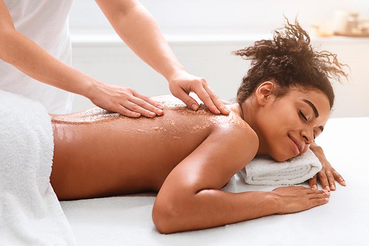 jeune-et-rand-ocean-a-pornic-massage-pour-les-bienfaits-du-jeune-massage-detente-avec-julie