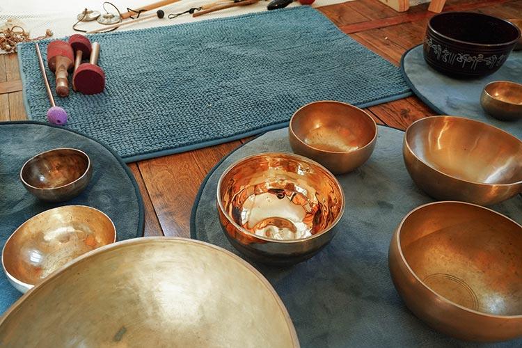 jeune-et-rand-ocean-voyage-sonore-instruments-bols-tibetains-bols-de-cristal-gong